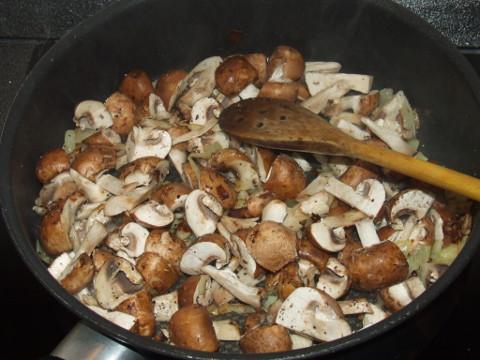 Sült gomba hagymával egy serpenyőben. Hogyan kell sütni a sampinyonval?