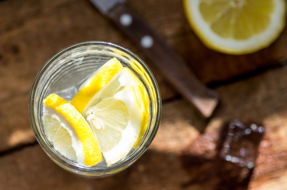 méregtelenítő vizet citrommal